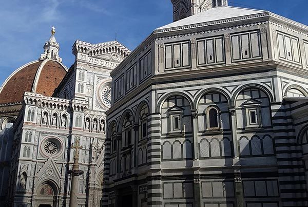 Florence with a local tour guide. The cathedral. Italian tours with Alps and Beyond.