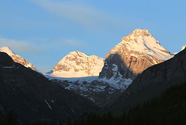 Guided hiking tour in the Aosta Valley.