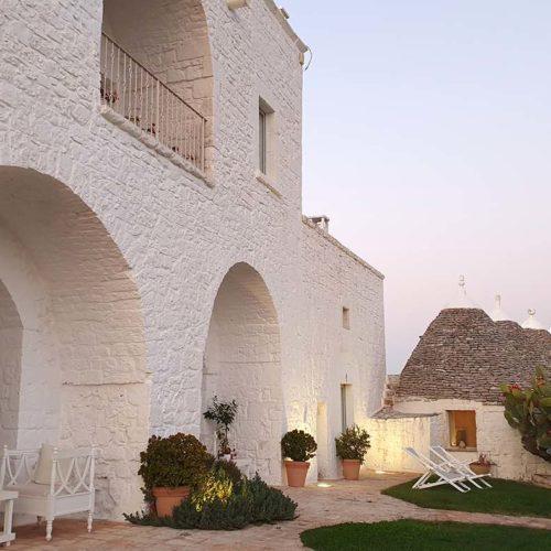 Boutique hotel in Apulia (Puglia). Beautiful rooms in traditional trulli. Italian tours