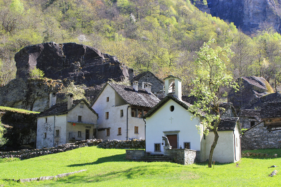 walking and hiking in ticino | valle bavona