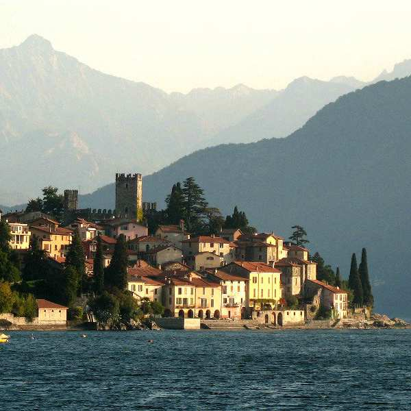 the italian lakes region - lake como
