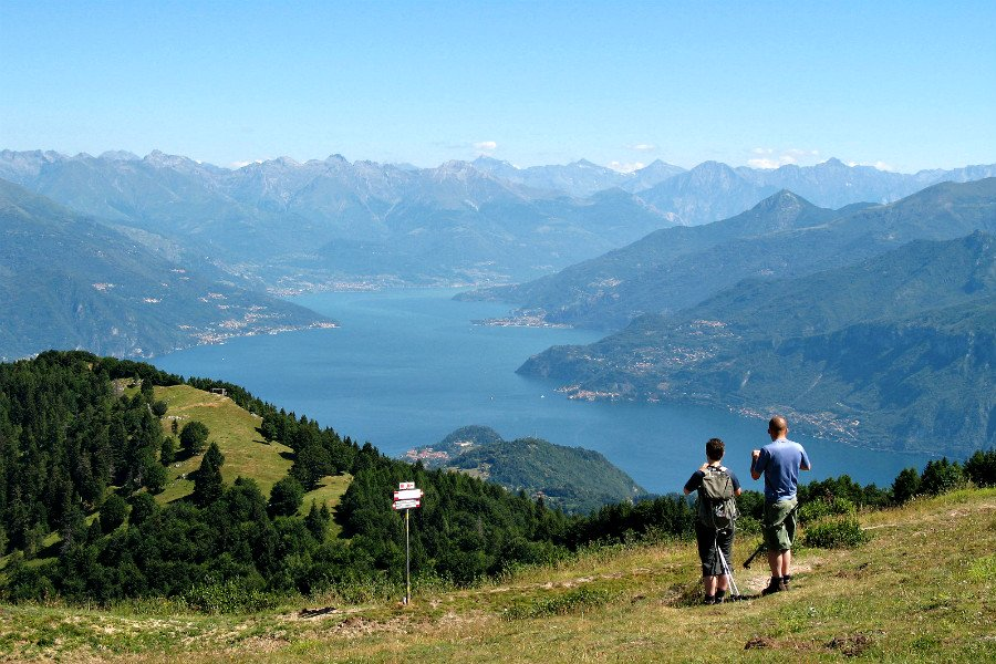 the italian lakes region-hiking above lake como