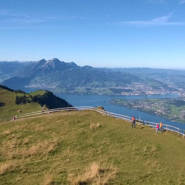 experiences | walking & hikng | Lake Lucerne