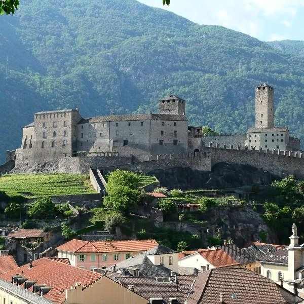 bellinzona medievale e mercato del sabato | castelgrande